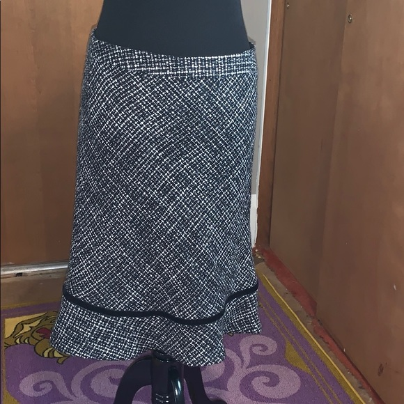 GAP Dresses & Skirts - Gap black and white wool skirt size 8